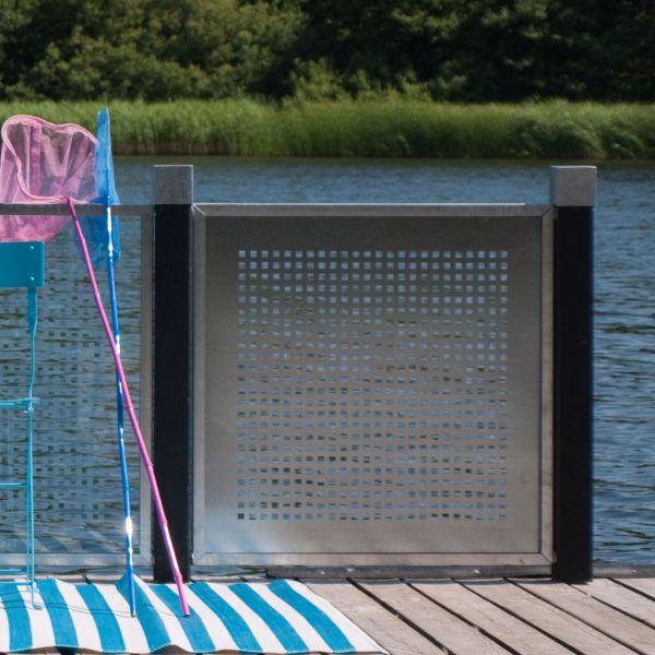 Perforierte Stahlplatte in Zinkrahmen, Sichtschutzelement Cubic